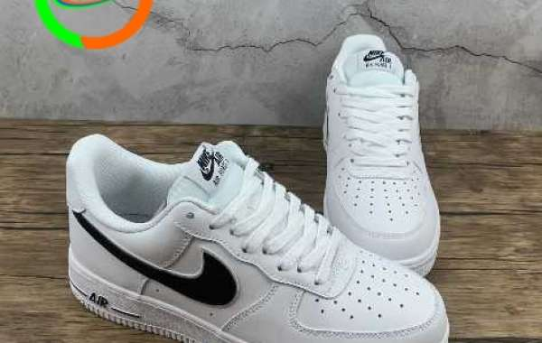 Nike Air Force 1 07 White Black Sneakers